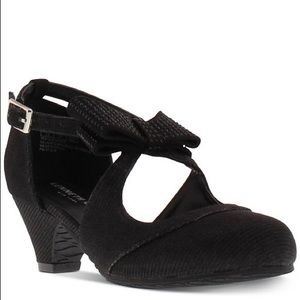 Kenneth Cole dressy girls shoe in youth sizes